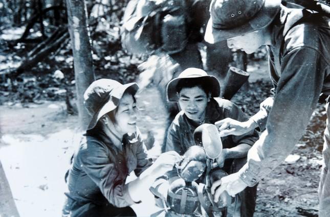 Những 'bóng hồng' thanh niên xung phong xây dựng và bảo vệ Tổ quốc ảnh 10