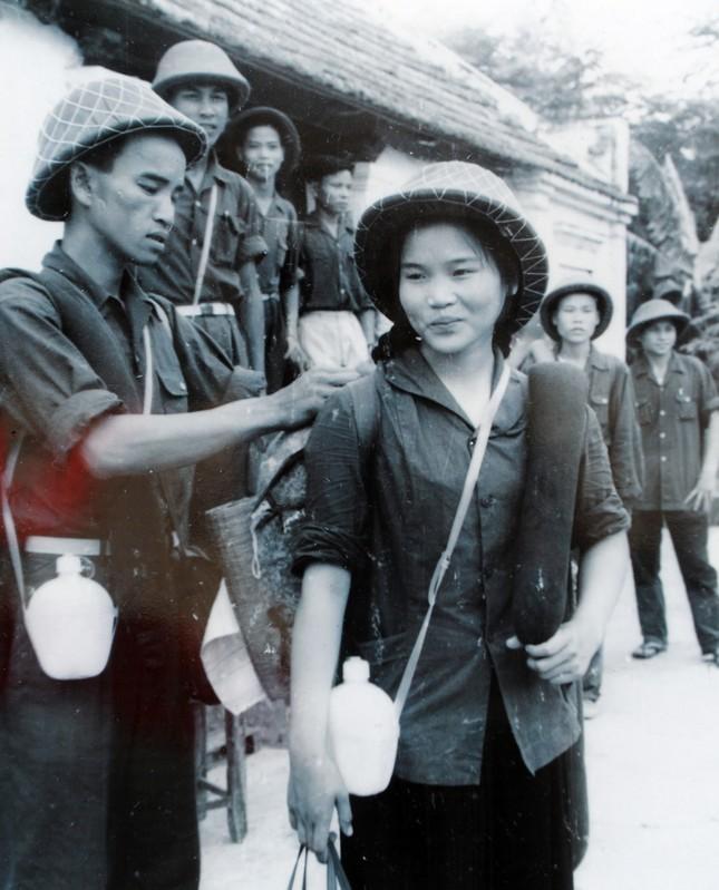 Những 'bóng hồng' thanh niên xung phong xây dựng và bảo vệ Tổ quốc ảnh 6