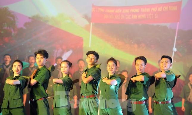 Trong những dấu mốc lịch sử Việt Nam đều có Lực lượng TNXP ảnh 8