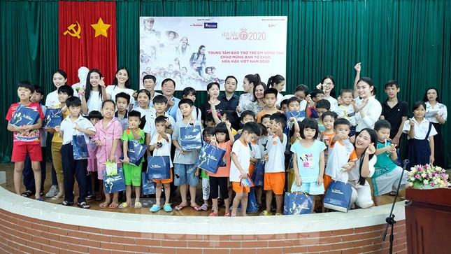 Ban tổ chức Hoa hậu Việt Nam thăm, tặng quà Trung tâm bảo trợ trẻ em Vũng Tàu ảnh 4