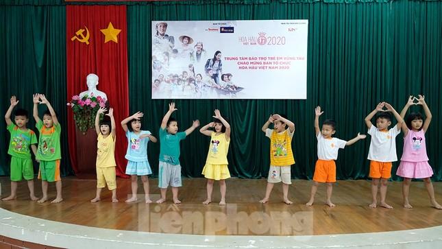 Ban tổ chức Hoa hậu Việt Nam thăm, tặng quà Trung tâm bảo trợ trẻ em Vũng Tàu ảnh 1