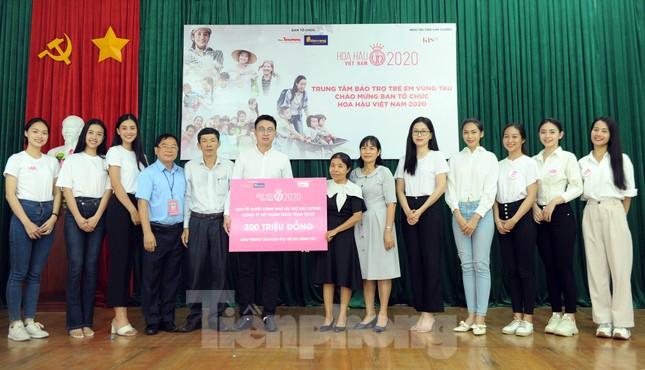 Ban tổ chức Hoa hậu Việt Nam thăm, tặng quà Trung tâm bảo trợ trẻ em Vũng Tàu ảnh 3