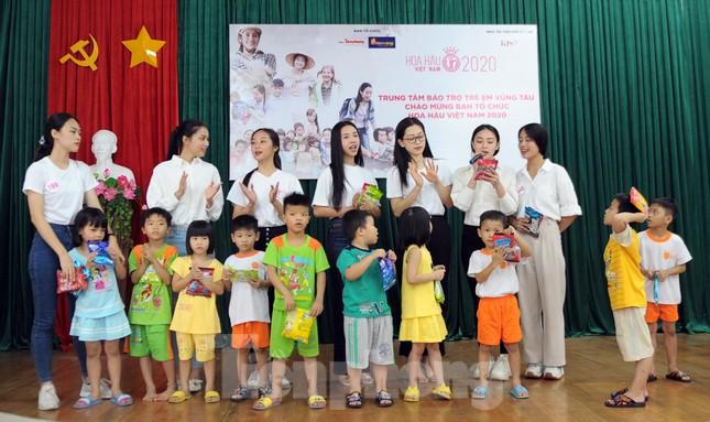 Ban tổ chức Hoa hậu Việt Nam thăm, tặng quà Trung tâm bảo trợ trẻ em Vũng Tàu ảnh 7