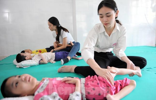 Ban tổ chức Hoa hậu Việt Nam thăm, tặng quà Trung tâm bảo trợ trẻ em Vũng Tàu ảnh 11