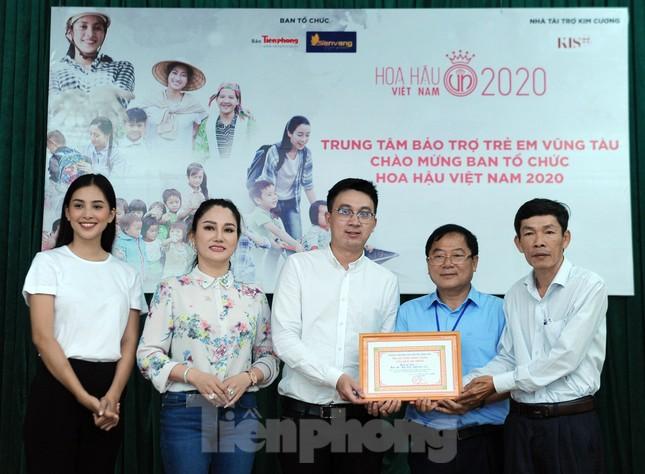 Ban tổ chức Hoa hậu Việt Nam thăm, tặng quà Trung tâm bảo trợ trẻ em Vũng Tàu ảnh 5