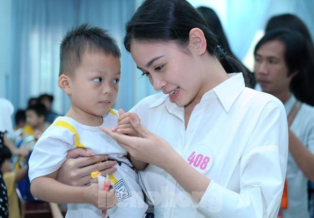 Ban tổ chức Hoa hậu Việt Nam thăm, tặng quà Trung tâm bảo trợ trẻ em Vũng Tàu ảnh 9