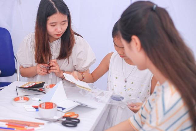 Giới trẻ Hà thành mở hội chợ khám phá sở thích ảnh 4
