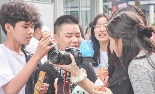 Giới trẻ Hà thành mở hội chợ khám phá sở thích ảnh 3