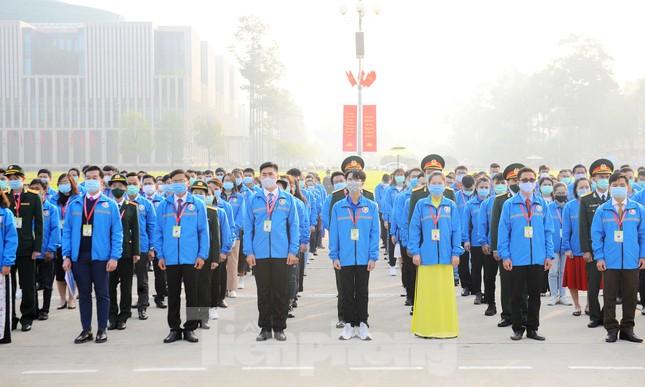 Các tài năng trẻ Việt Nam báo công, vào Lăng viếng Chủ tịch Hồ Chí Minh ảnh 9