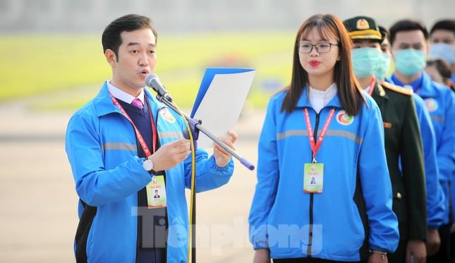 Các tài năng trẻ Việt Nam báo công, vào Lăng viếng Chủ tịch Hồ Chí Minh ảnh 6