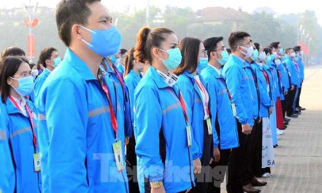 Các tài năng trẻ Việt Nam báo công, vào Lăng viếng Chủ tịch Hồ Chí Minh ảnh 7