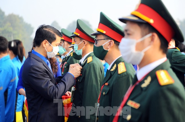 Các tài năng trẻ Việt Nam báo công, vào Lăng viếng Chủ tịch Hồ Chí Minh ảnh 12