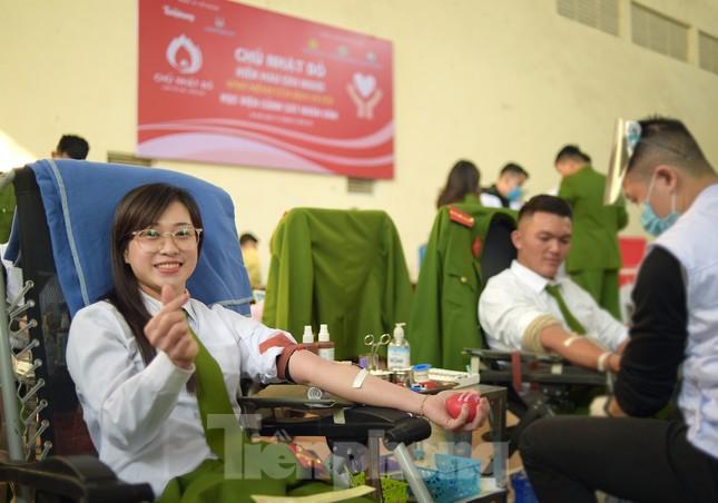 'Bóng hồng' Học viện Cảnh sát Nhân dân sẻ chia giọt hồng lan tỏa Chủ nhật Đỏ ảnh 12