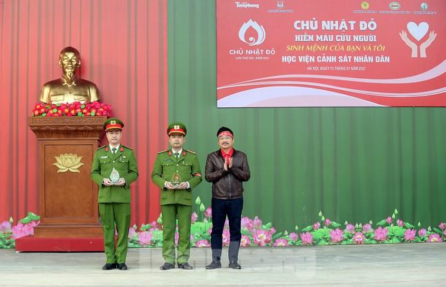 'Bóng hồng' Học viện Cảnh sát Nhân dân sẻ chia giọt hồng lan tỏa Chủ nhật Đỏ ảnh 5