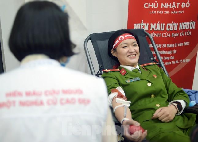 Tuổi trẻ Công an Thủ đô sẻ chia giọt máu tiếp sức Chủ nhật Đỏ 2021 ảnh 14