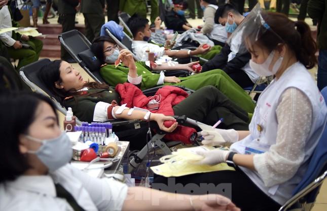 Tuổi trẻ Công an Thủ đô sẻ chia giọt máu tiếp sức Chủ nhật Đỏ 2021 ảnh 15