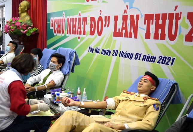 Tuổi trẻ Công an Thủ đô sẻ chia giọt máu tiếp sức Chủ nhật Đỏ 2021 ảnh 10
