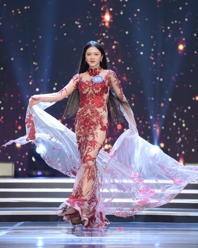 Nữ sinh ĐH Nam Cần Thơ Lê Thị Tường Vy đăng quang Hoa khôi Sinh viên Việt Nam 2020 ảnh 11