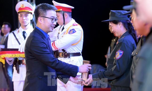 Tuổi trẻ Cảnh sát cơ động vinh dự đón nhận Huân chương Bảo vệ Tổ quốc ảnh 2
