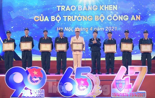 Tuổi trẻ Cảnh sát cơ động vinh dự đón nhận Huân chương Bảo vệ Tổ quốc ảnh 3
