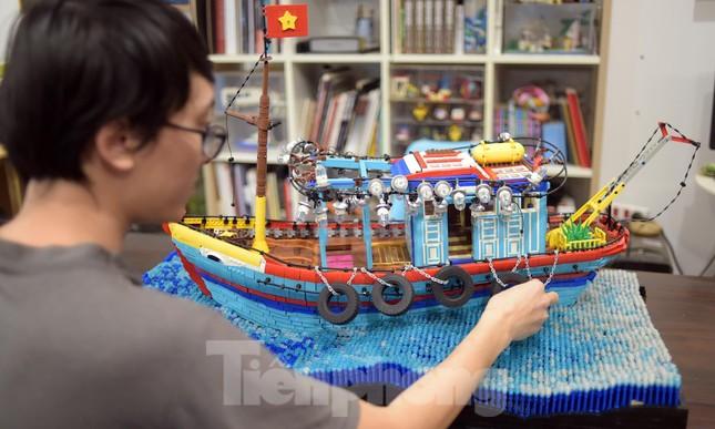Chàng trai Việt 'đóng' tàu Hoàng Sa, Trường Sa từ mô hình Lego, tri ân ngư dân bám biển ảnh 4