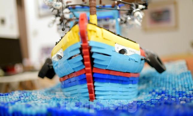 Chàng trai Việt 'đóng' tàu Hoàng Sa, Trường Sa từ mô hình Lego, tri ân ngư dân bám biển ảnh 5