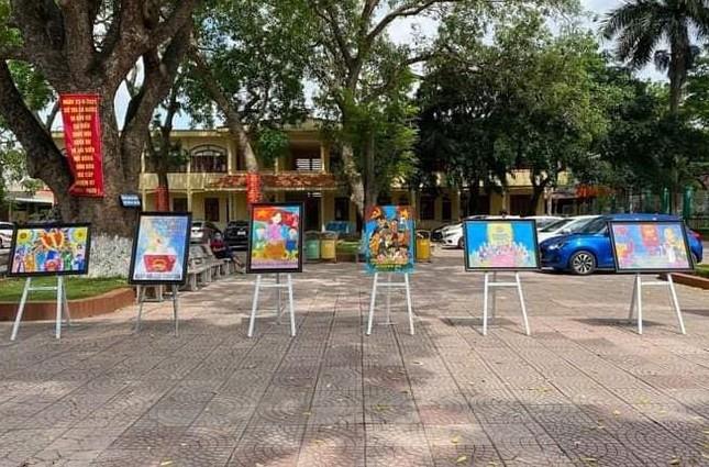 Giới trẻ thành phố Cảng vẽ tranh cổ động, tuyên truyền bầu cử ảnh 1