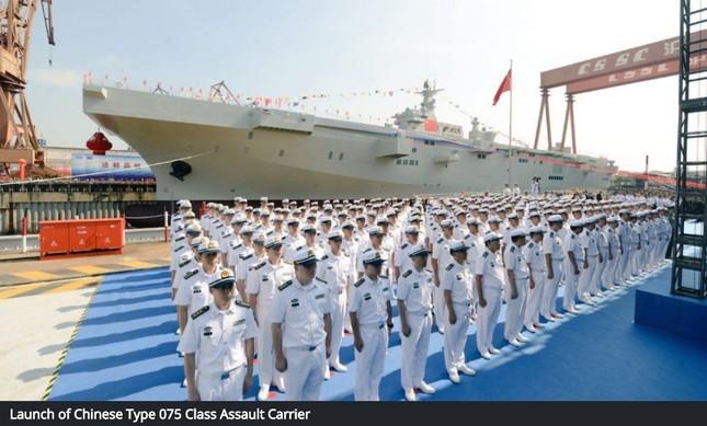 Trung Quốc hạ thủy tàu sân bay - đổ bộ tấn công đầu tiên ảnh 1