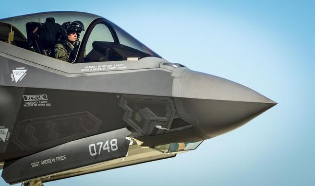 Chiếc mũ bay gần 10 tỷ đồng của phi công F-35 Mỹ ảnh 1