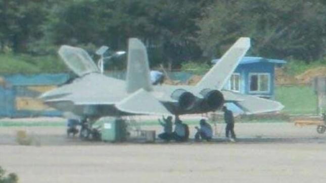 Rộ tin Trung Quốc biên chế máy bay tàng hình J-31 ảnh 1