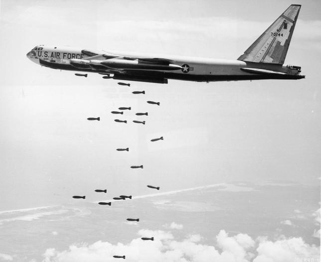 Vì sao sau hơn nửa thế kỷ, 'pháo đài bay' B-52 vẫn chưa ngừng cất cánh? ảnh 1