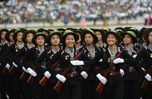 Bộ ảnh 'người đẹp trong quân đội' ở nhiều quốc gia ảnh 10