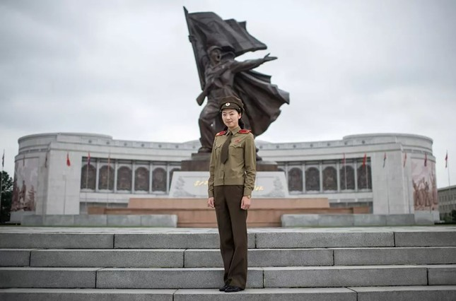 Bộ ảnh 'người đẹp trong quân đội' ở nhiều quốc gia ảnh 11