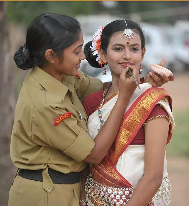 Bộ ảnh 'người đẹp trong quân đội' ở nhiều quốc gia ảnh 3