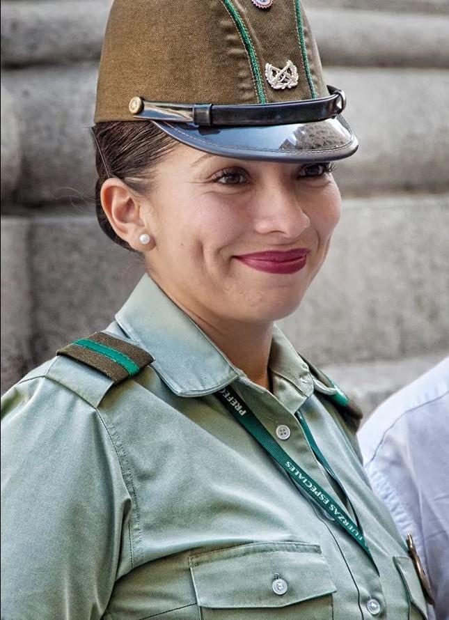 Bộ ảnh 'người đẹp trong quân đội' ở nhiều quốc gia ảnh 9