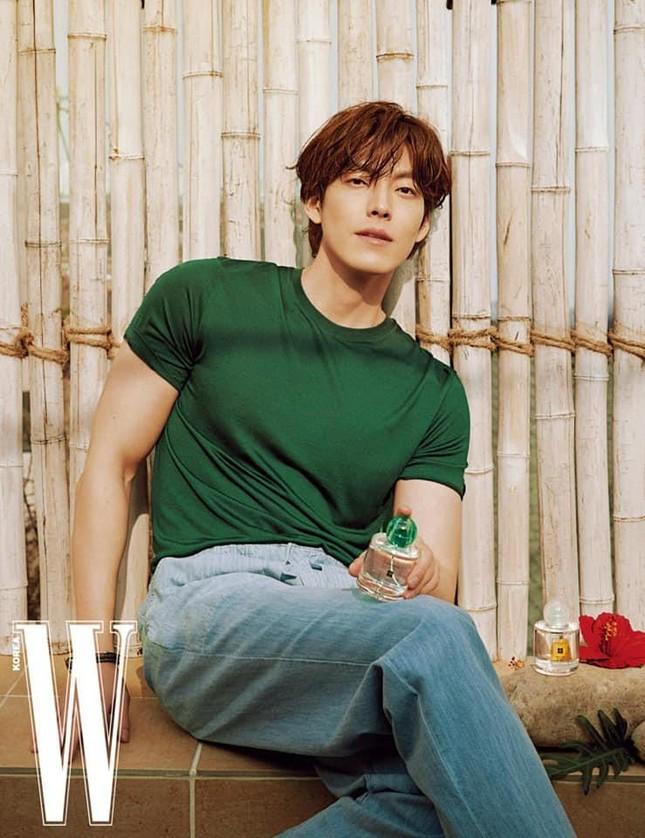 """Kim Woo Bin khiến hậu bối chạy dài với body """"đỉnh của chóp"""" trong bộ ảnh sau 4 năm bệnh ảnh 5"""