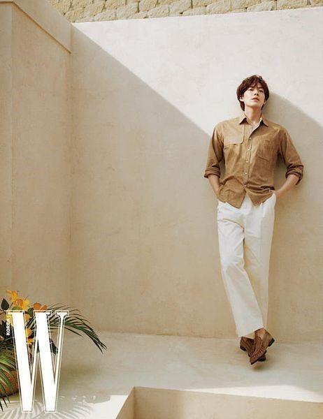 """Kim Woo Bin khiến hậu bối chạy dài với body """"đỉnh của chóp"""" trong bộ ảnh sau 4 năm bệnh ảnh 6"""