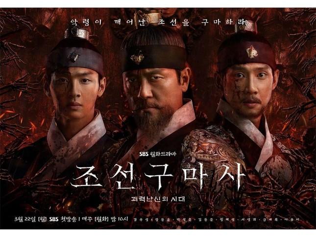 """3 bộ phim cổ trang đình đám """"bay màu"""" trước làn sóng chỉ trích bóp méo lịch sử Hàn Quốc ảnh 1"""