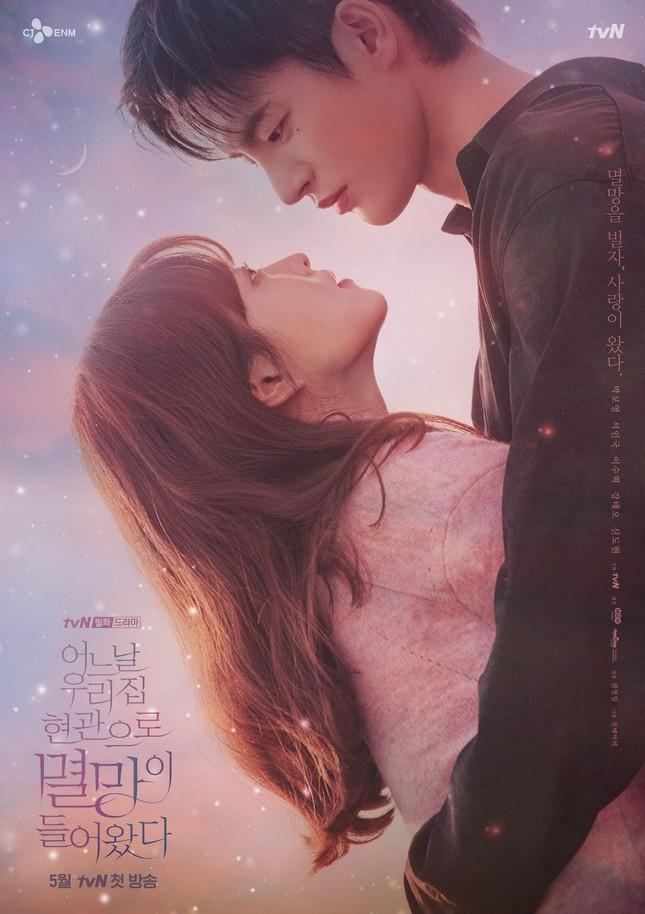 """""""Sát thủ khóa môi"""" Seo In Guk có khiến Park Bo Young """"cởi đồ"""" sau 15 năm? ảnh 4"""