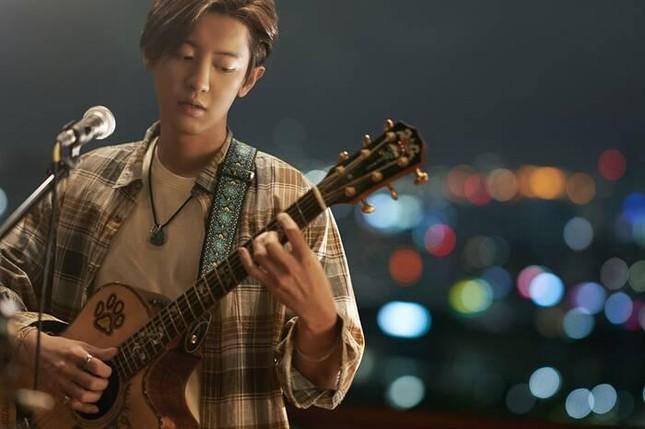 Kỳ tích K-pop: Lần đầu tiên có album nhạc phim vượt mặt siêu phẩm thế giới 'La la Land' ảnh 7