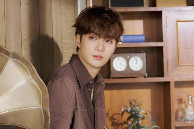 JR (NU'EST) debut với vai diễn idol K-pop trong chuyện tình hài hước ngọt ngào cùng fan nữ ảnh 6