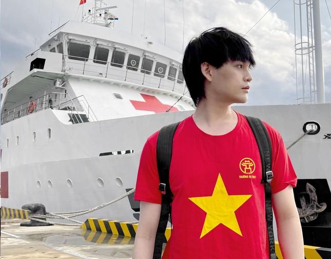 Nguyễn Trần Trung Quân: 'Hãy yêu nước bằng hành động, dù là nhỏ bé' ảnh 1