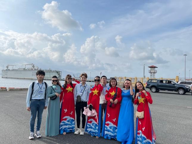 Nguyễn Trần Trung Quân: 'Hãy yêu nước bằng hành động, dù là nhỏ bé' ảnh 2