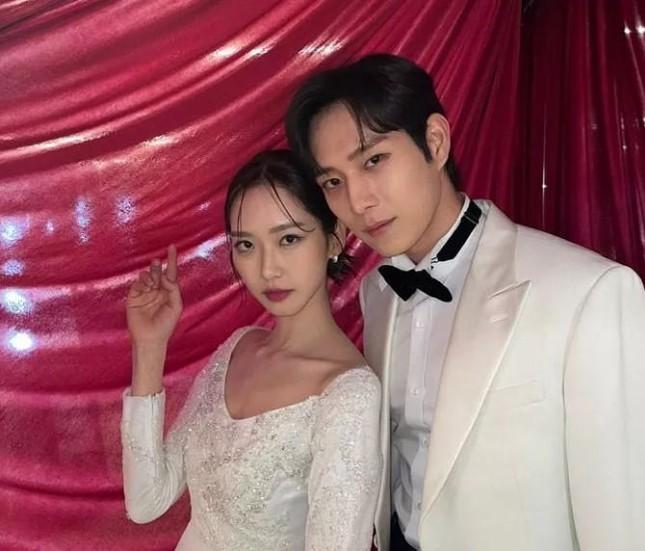 Kim Young Dae và Han Ji Hyun tình trong bể tình khiến netizens 'bấn loạn' vì quá đẹp đôi ảnh 7