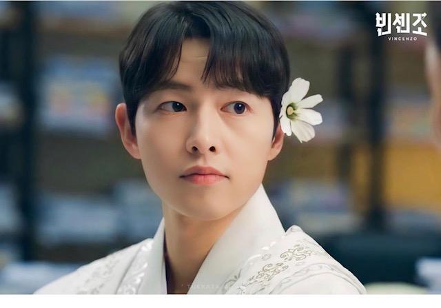 Với một chi tiết của Song Joong Ki trong Vincenzo, Lee Min Ho và Song Hye Kyo được réo gọi ảnh 8
