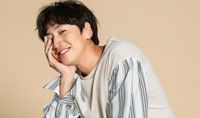 'Hoàng tử Châu Á' Lee Kwang Soo chính thức rời 'Running Man' sau 11 năm gắn bó.  ảnh 1