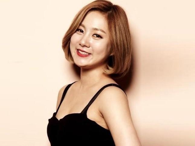 Hot: Park Na Rae quấy rối Kai (EXO) và đùa cợt thô thiển trên sóng truyền hình quốc gia  ảnh 3