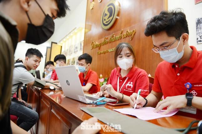 Đông đảo sinh viên tham gia hiến máu cứu người ảnh 5