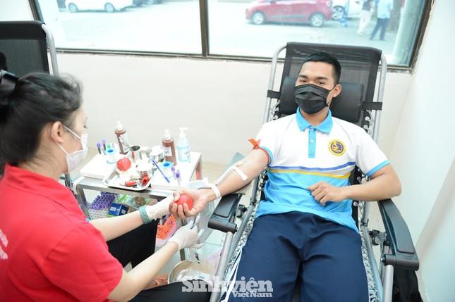 Đông đảo sinh viên tham gia hiến máu cứu người ảnh 3