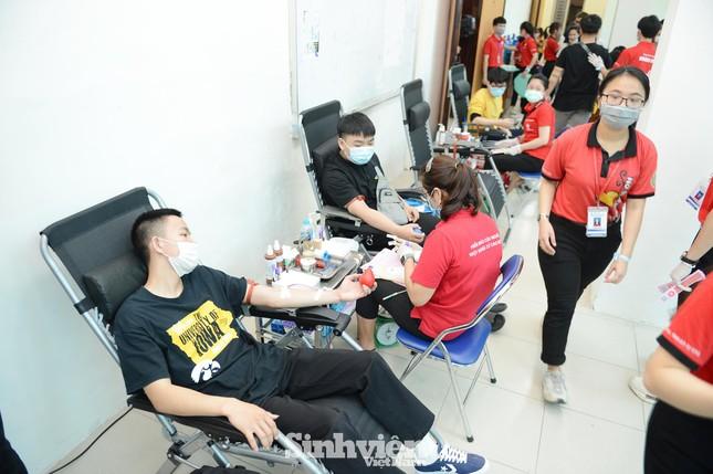 Đông đảo sinh viên tham gia hiến máu cứu người ảnh 4